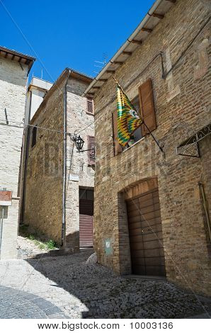 Alleyway. Montefalco. Umbria.