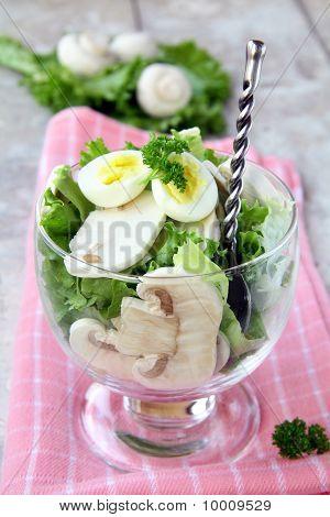 salad with quail egg