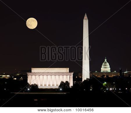 Moon rising in Washington DC