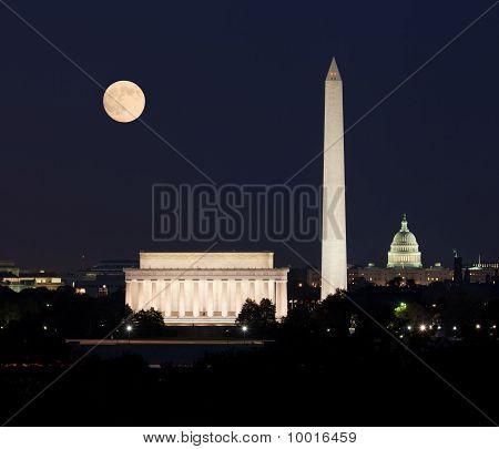 Moon rising in Washington DC