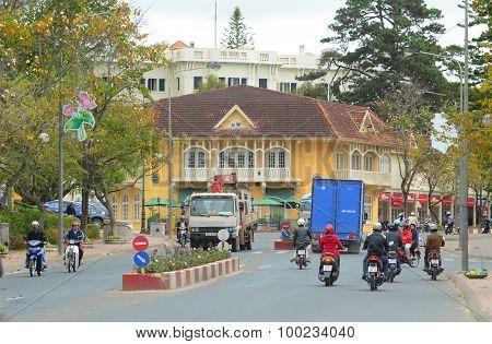 Traffic on street in Dalat