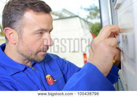 Trying to fix a fusebox