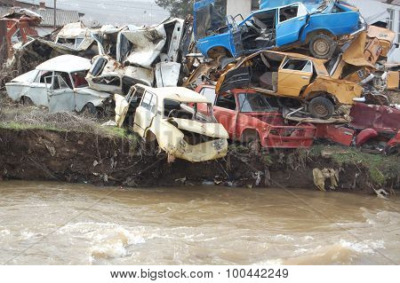 picture of an old wrecked and rusty cars near river