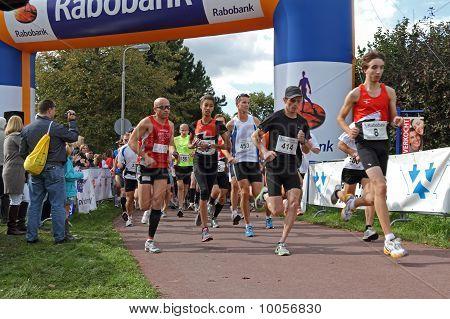 Ridderkerk, The Netherlands - September 18 2010: The Start Of  21St Rabo Oosterparkloop From 15 Km,