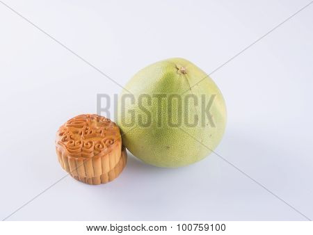 Mooncake And Pummelo. Mooncake & Fresh Pummelo On Background
