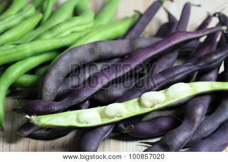 Raw  Green And Violet Beans