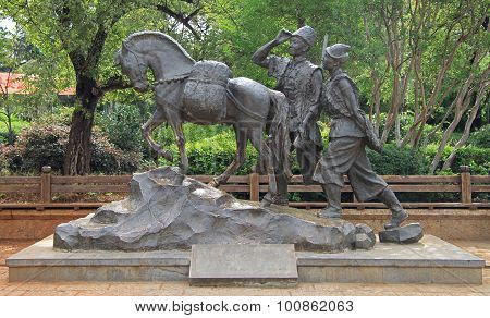 statue of horse and two men in Lijiang