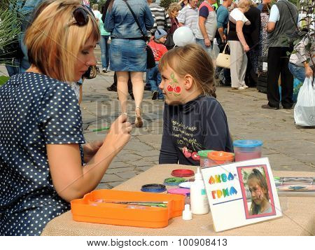 Street Face Painting Of Girl