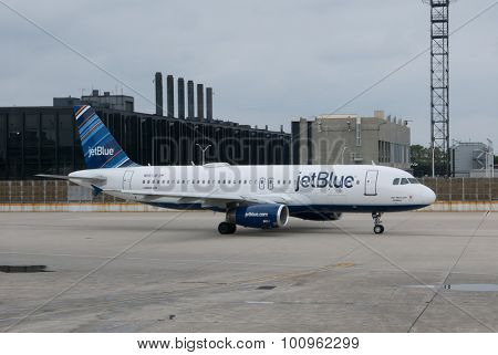 CHICAGO, ILLINOIS - AUGUST 30, 2015: A JetBlue Airbus A320 at the O'Hare Airport. JetBlue is an American low-cost carrier serving 91 destinations in the U.S., the Caribbean, and South America.