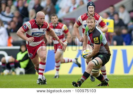 TWICKENHAM, ENGLAND. 17 SEPTEMBER 2011. Harlequins Chris Robshaw (c),  in action during the Aviva premiership rugby union match between Harlequins and Gloucester played at The Stoop Twickenham.