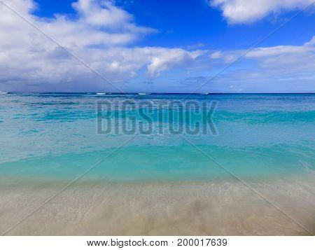 Beautiful Multi-color Turquoise & Blue Tropical Sea of Waikiki Beach, Honolulu, Hawaii