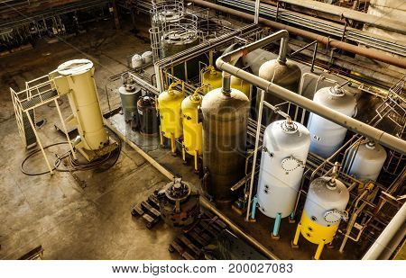 Electric power plant machinery and piping structure