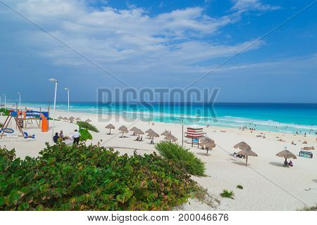 Cancun. Dolphin Beach, Zona hotelera. The Caribbean Sea Yukatan Mexico