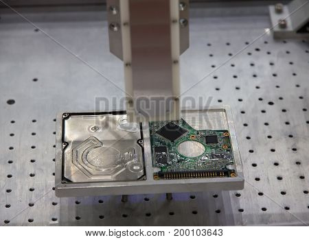 Working of fully automated hard disk assembly machine