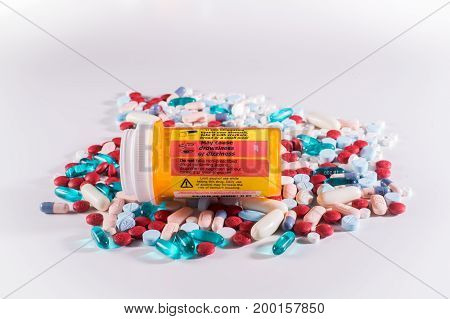 Pill bottle with label warning of side effects including dizziness and drowsiness