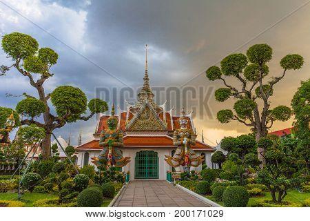 Wat Arun -the Temple Of Dawn In Bangkok, Thailand