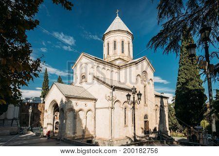 Tbilisi Georgia. Kashveti Church Of St. George, White Georgian Orthodox Church Of Cross-Dome Style In Sunny Autumn Day.