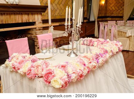 Beautiful Pink And Creamy Flowers On Table Of Newlyweds At Wedding Reception In Restaurant, Free Spa