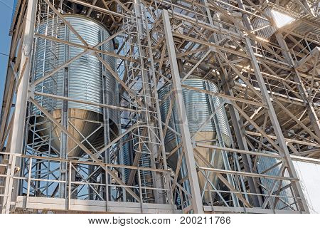 Agricultural Silos - Storage and drying of grains