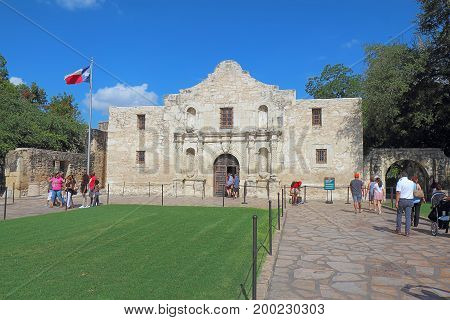 SAN ANTONIO, TEXAS - AUGUST 6 2017: Tourists visiting the chapel at the Alamo Mission, the former Mision San Antonio de Valero, at Alamo Plaza in San Antonio, Texas.