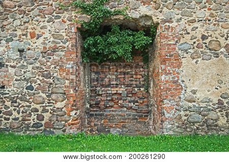 Wall, brick wall. A walled hole in the wall. It is a natural daylight.