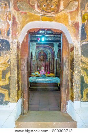 The Way Through Dragon Arch In Yudaganawa Temple