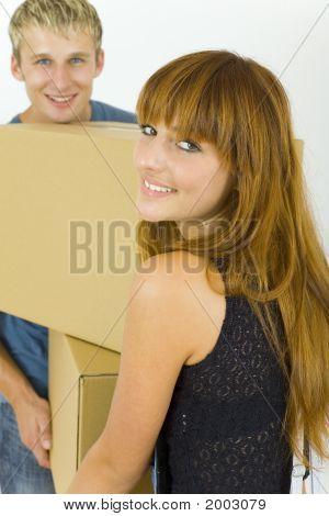 Couple avec boîte de