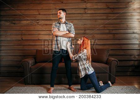 Family quarrel, woman apologizes, conflict