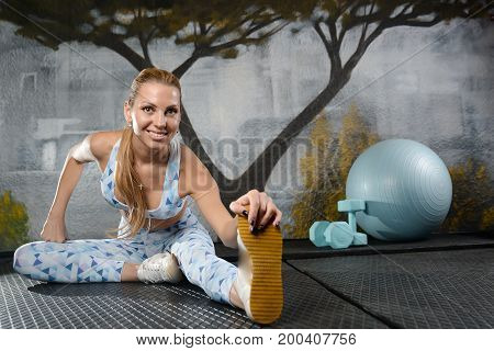 Fitness Girl With A Beautiful Smile Posing And Exercise In The Gym.