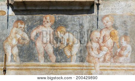 Frescoes On The Case Cazuffi-rella In Trento - Angels