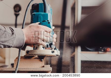 Processing Of A Furniture Part By A Machine For Polishing A Tree