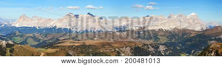 Panoramatic view of Tofana gruppe Kreuzkofel gruppe Piz de Lavarella Conturinesspitze and Fanes Alps Dolomites mountains Italy