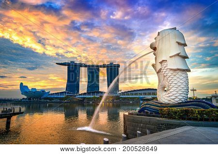 SINGAPORE - AUG 10 2017 : Merlion statue and cityscape in Singapore.