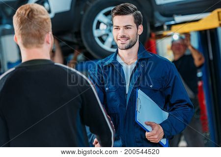 Automechanic Welcoming Client
