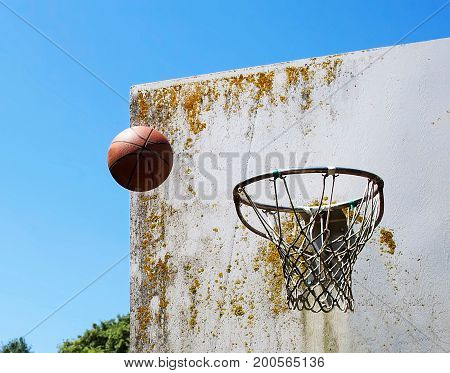 ball suspended in the air close to the basket just before the score