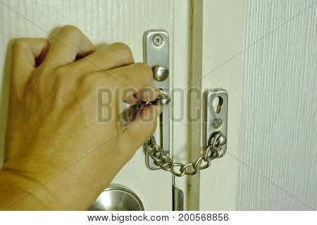 hand locked hoop chain for safety in home