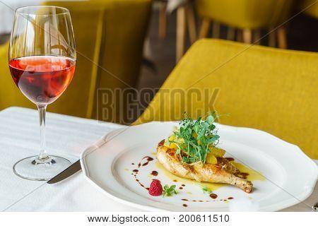 chicken leg with orange fillet and rose wine