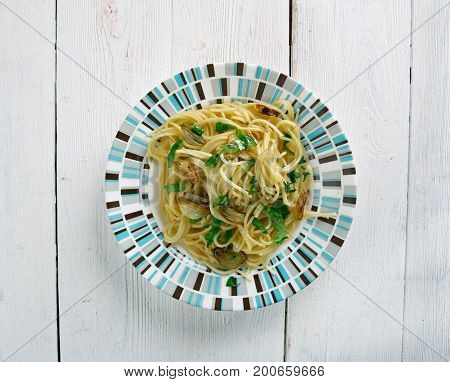 Spaghetti With Garlic And Oil