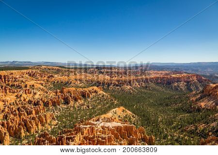 Along the Bryce Canyon National Park in Utah there are multiple lookouts and overlooks to see down into the canyon.