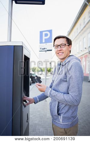 Man pays for parking with a credit card