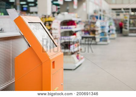 Wireless online self-service device in hardware store