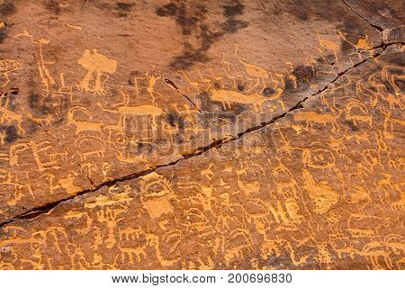 A fragment of the petroglyphic neolithic art near Musayqirah, Riyadh Province