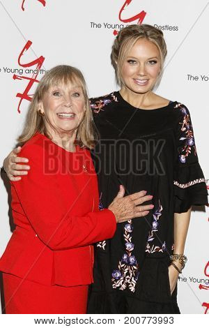 LOS ANGELES - AUG 19:  Marla Adams, Melissa Ordway at the Young and Restless Fan Event 2017 at the Marriott Burbank Convention Center on August 19, 2017 in Burbank, CA