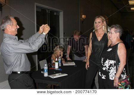 LOS ANGELES - AUG 19:  Jim Case, Sharon Case, Fan at the Young and Restless Fan Event 2017 at the Marriott Burbank Convention Center on August 19, 2017 in Burbank, CA