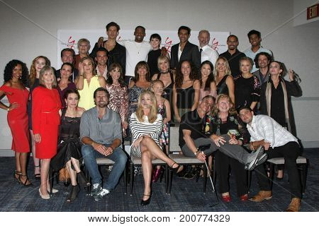 LOS ANGELES - AUG 19:  YnR Cast, Fans at the Young and Restless Fan Event 2017 at the Marriott Burbank Convention Center on August 19, 2017 in Burbank, CA