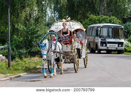 SUZDAL/ RUSSIA - AUGUST 19, 2017. A vintage horse-drawn coach on the street of Suzdal, Vladimir region, Russia.