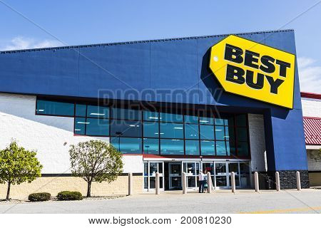 Ft. Wayne - Circa August 2017: Best Buy Retail Location. Best Buy sells a large array of brand-name electronics computers appliances & more