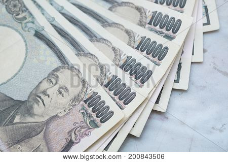 10000 Japanese Yen notes, Business and currency