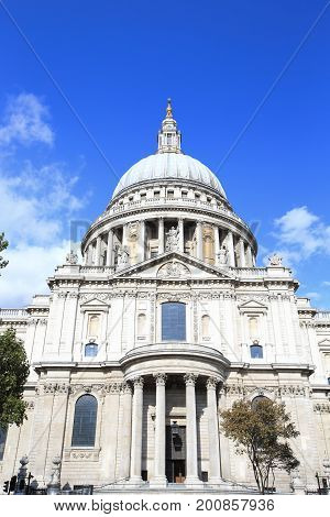 St Paul Cathedral in London for your travel concept