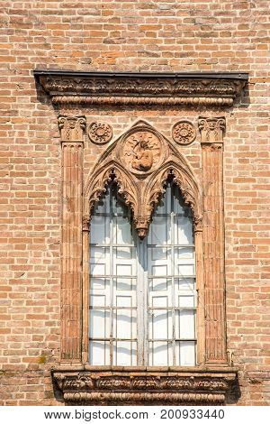 Gothic window - Old Gothic Window in Italy